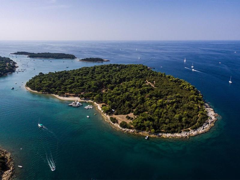 Waypoint Yacht Charter Pula Fratarski Island